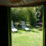 yourte et salon de jardin